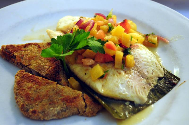 Karibisch essen-Fisch in Bananenblatt