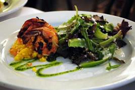 Karibisch essen-Garnelen mit Salat