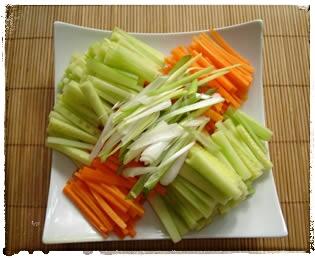 Sommerrollen Rezept - geschnittenes Gemüse