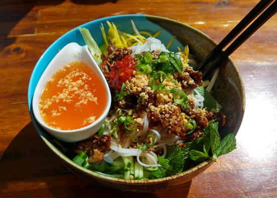 Vietnamesische-Reisnudeln-Rindfleisch-Bun-Bo